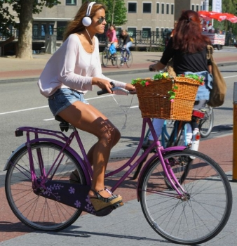 Mayor of London Supports Ban on Headphones for Cyclists