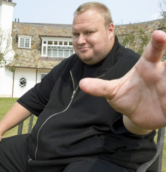 New Zealand pushes Kim Dotcom's extradition hearing back until July