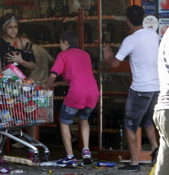 Chaos, riots, looting as police go on strike in Argentine city