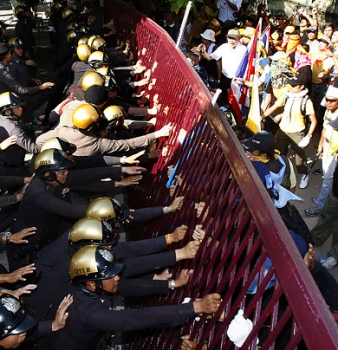 Thousands of Thai Protesters Storm Government Buildings