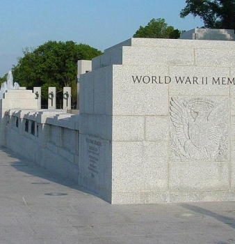 Crowd storms World War II Memorial